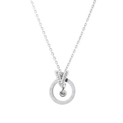 collier cercle avec un petit pendentif
